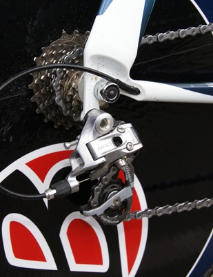 The rear derailleur is fitted with ceramic bearing pulleys.