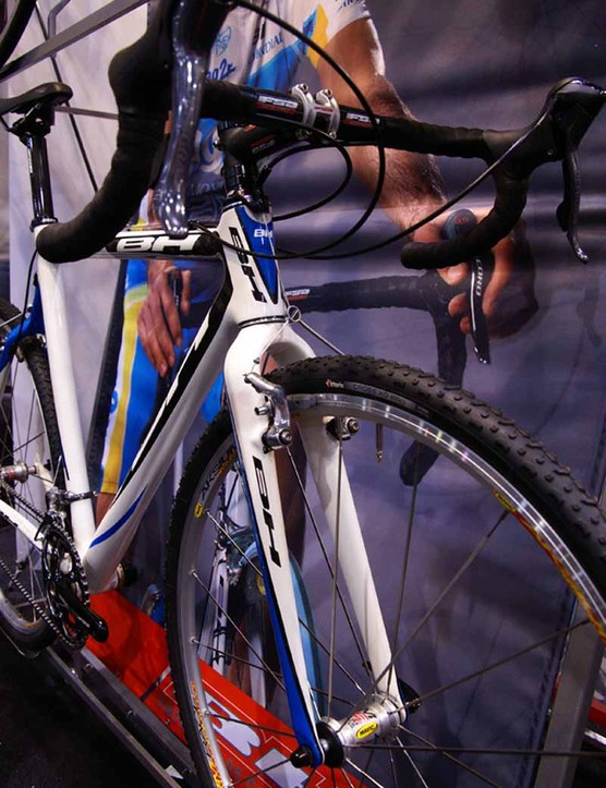 Included in the new cyclo-cross frame is an all-carbon fork.