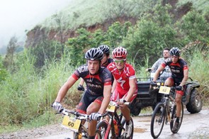 Brandon Stewart, who was later disqualified, leads the front group along a mist-shrouded hillside in the company of (from left) Jacques Janse van Rensburg, Burry Stander and Max Knox.