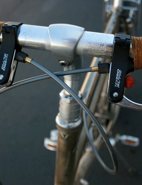 Top-mount brake lever interrupters make using drop bars on a mountain bike all the easier.