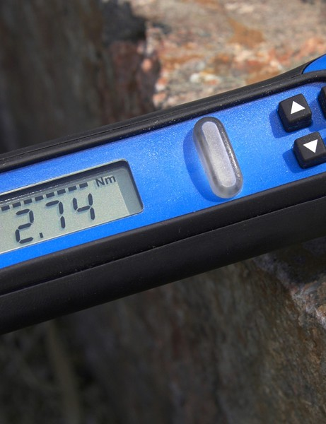 Users program the desired torque setting and can also select between different units.