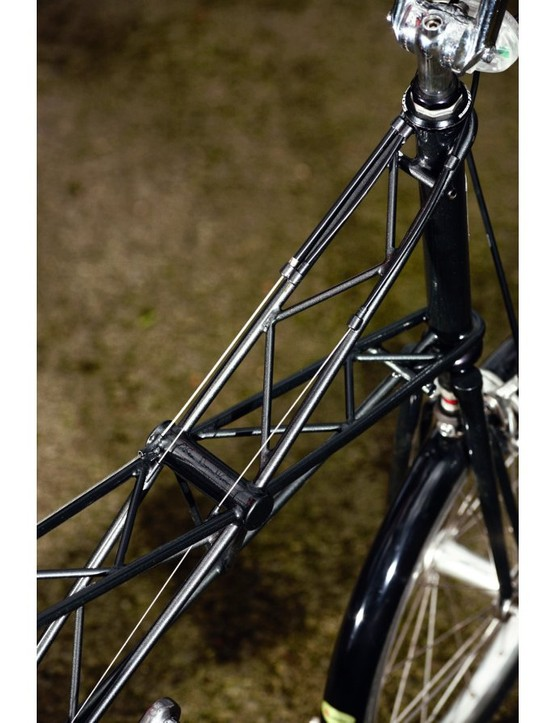 A wider frame and top-tube wrapped around the head-tube increases the ride stiffness