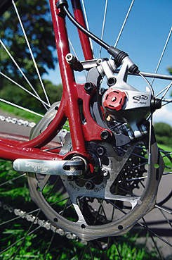 Eccentric bottom bracket allows for easy use and adjustment of disc brakes.