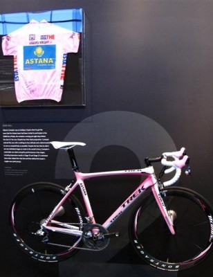 Contador's 2008 Giro d'Italia jersey and Trek Madone.