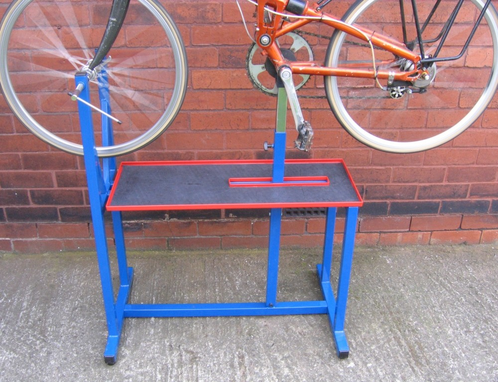 Cyclus Workshop Workstand lifts the bike well off the ground for easy transmission access
