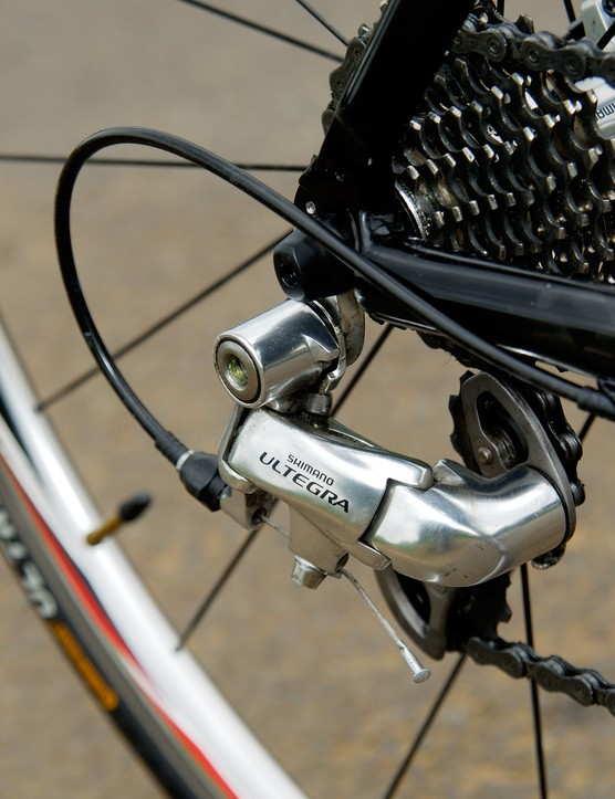 Using Shimano's well proven Ultegra shifters and short cage rear derailleur