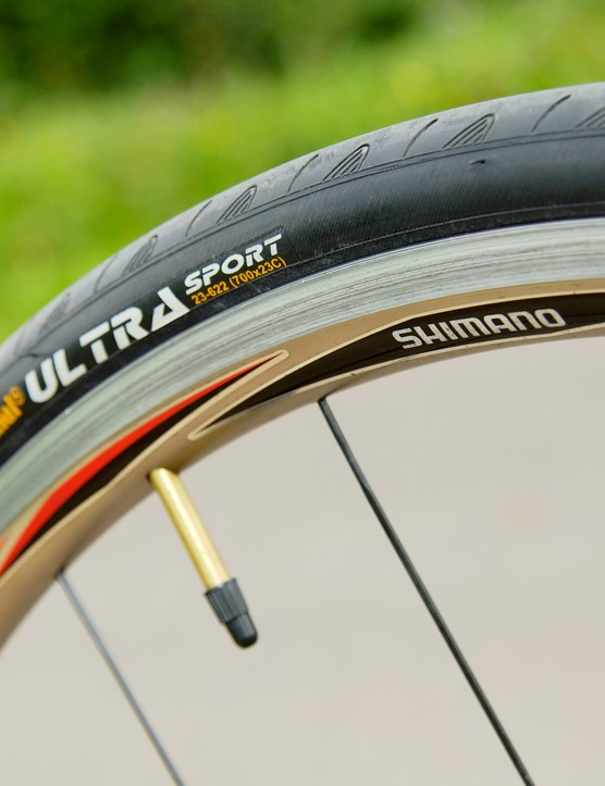 Conti Ultra Sport tires coupled with the great Shimano R-580 wheels kept the going fast and comfortable
