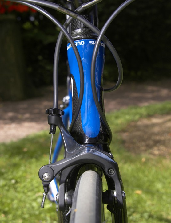The lower brake barrel adjusters improve cable routing on more smaller/more compact frames and lower/shorter stems.