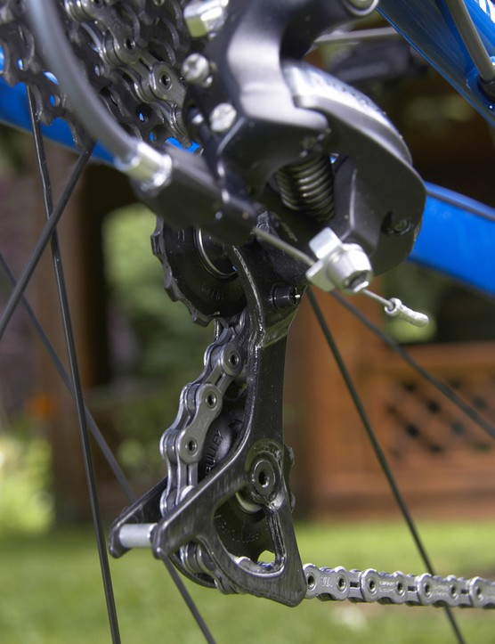 The carbon fibre pulley cage might be lighter than 7800's aluminium one but it also feels far flimsier.