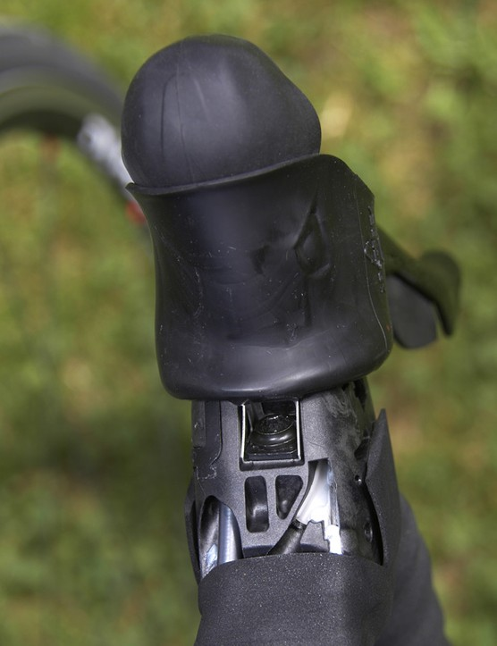 Derailleur cables are now concealed beneath the handlebar tape and can be run on either the front or back of the bar.