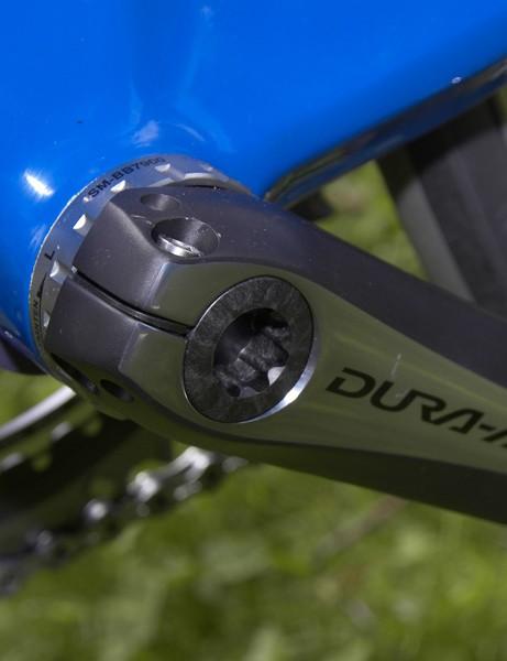 The non-driveside crankarm still attaches via the familiar pinch bolts.