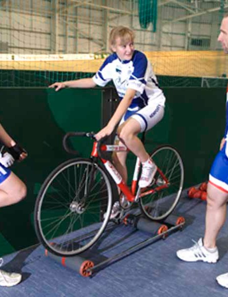 Jamie Staff passes on some tips to two young cyclists.