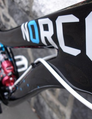 The huge hydroformed top tube, strength and lightweight on the Empire