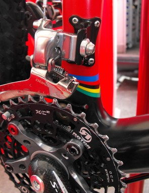 As before, a Shimano Dura-Ace braze-on front derailleurtakes care of gear changing up front.