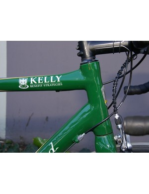 The well bolstered head tube is designed to work against torsional flex.