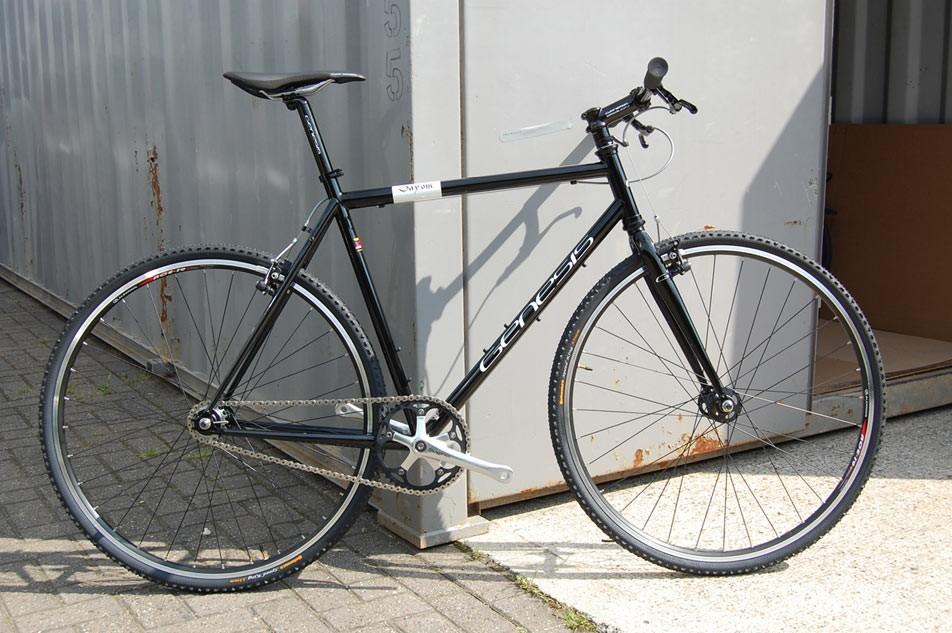 This Reynolds 520 framed singlespeed is the Genesis 'pub bike'