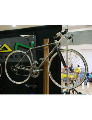 Dean says its new Superlite titanium road frame weighs just 1090g (2.4lb)