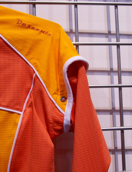 The women's Slipstream jersey features unique removable arm warmers.