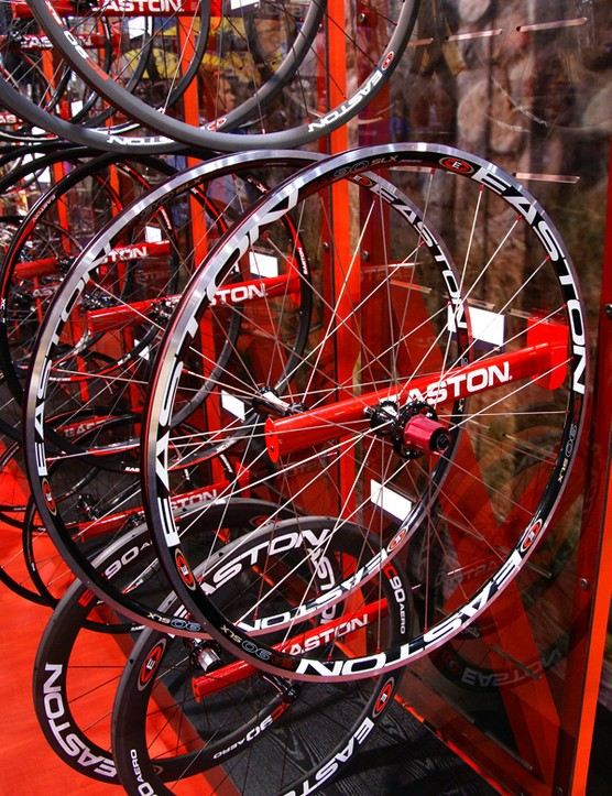 The EA90 SLX arguably wins the 'Most Improved' categorywith the new R4SL hubs and lighter EA6X rim extrusions. Total weight is now down to just 1395g.
