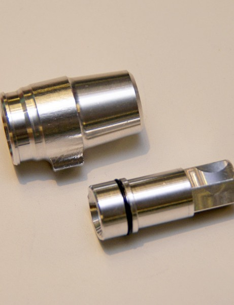 A free-rotating end signals an end to kinked hoses.