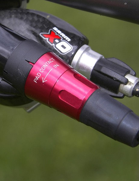 The pad contact adjustment feature is now tool-free and neatly integrated into the end of the lever.