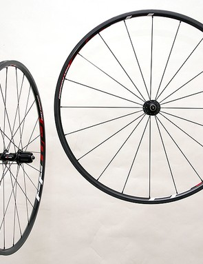 FFWD's featherweight F2R-190 Ceramic wheels which tip the scales at just 1022g per pair.