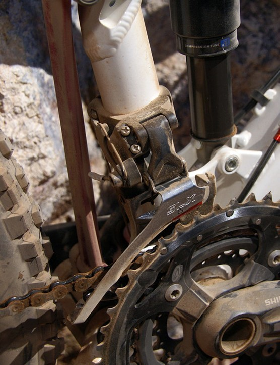 …of a standard front derailleurinstead of last year's E-type mount.