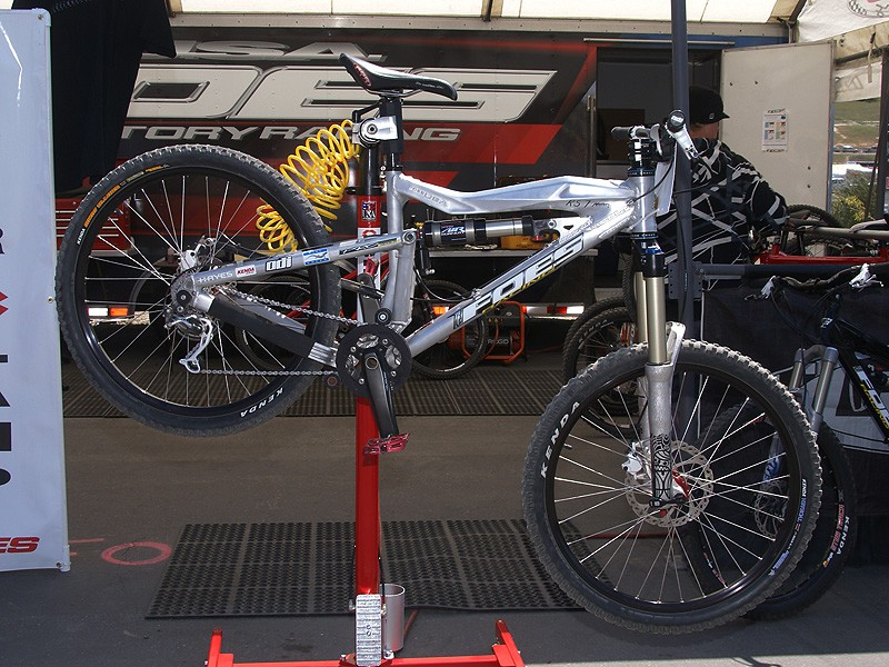 Foes displayed a new prototype RS7 frame, intended as a lighter weight complement to the DHS Mono.