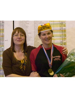 Ex-national champ Jill Reames presents women's winner Julia Shaw with her medal
