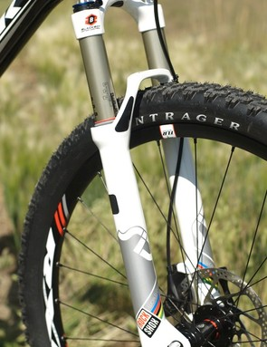 A RockShox SID keeps the weight down up front