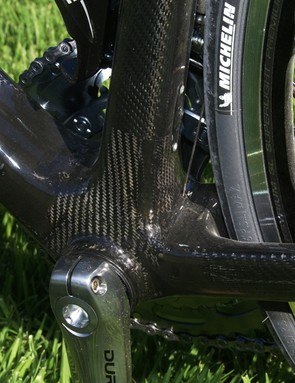 The seat tube certainly isn't much narrower at the bottom bracket, either, and the asymmetric chain stays are wide-set, too.