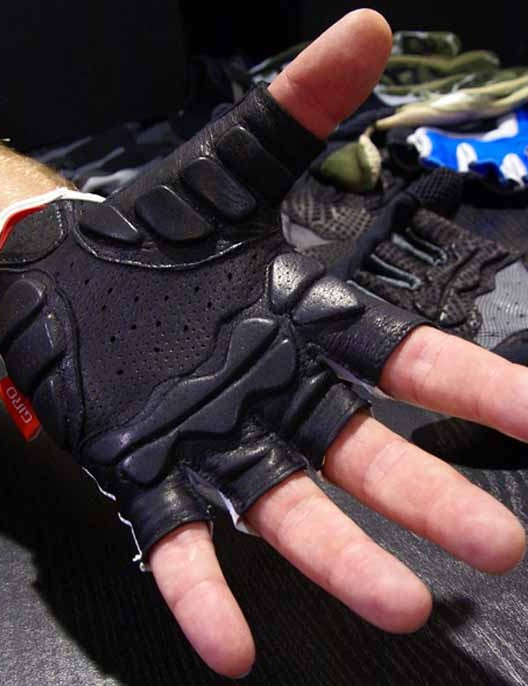 The Lusso's Pittards leather palm features Giro's Super Fit pattern and Technogel padding.