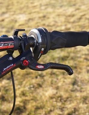 Avid's Juicy Ultimate brakes and SRAM X.0 twist shifters.