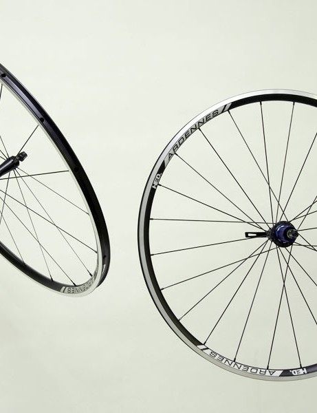 Clincher wheelset has no carbon fibre but is fantastically light at 1350g per pair without skewers.