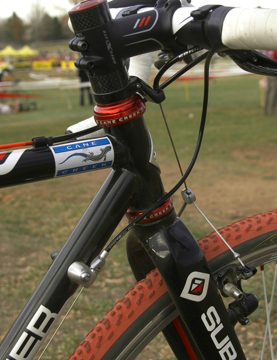 The conventional head tube is fitted with a Cane Creek 110 headset.