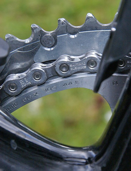 The inner ring is upsized to a 44T to better suit the high speeds and relatively flat terrain.