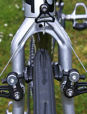 The fork crown is somewhat ungainly in appearance but offers heaps of mud clearance.