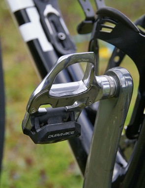 The Dura-Ace SPD-SL pedals provide Hincapie with plenty of surface area.