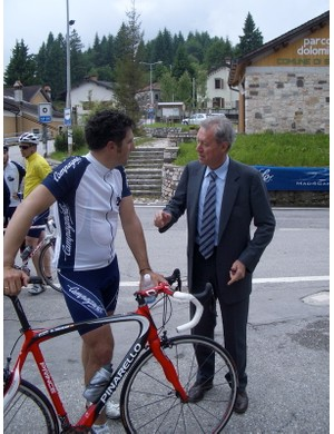 Miguel Indurain and Valentino Campagnolo discuss the new products at th etop of the Passo Croce d'Aune.
