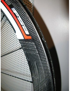 The all-carbon rim, for glue-on tubular tyres