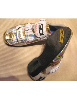 A rubber soled Ergo 2 Carbon, especially for Bettini. Bling and blang?