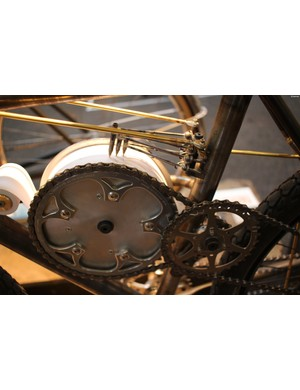 This recorder measures steering direction, steering torque, and lean angle of the bike