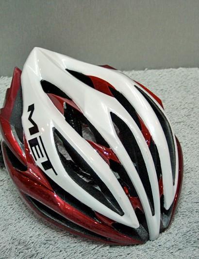 The new Sine Thesis is MET's new range-topping road helmet.