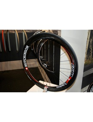 Hutchinson and Corima have paired up to develop the Road Tubeless-compatible RT1 carbon clincher.