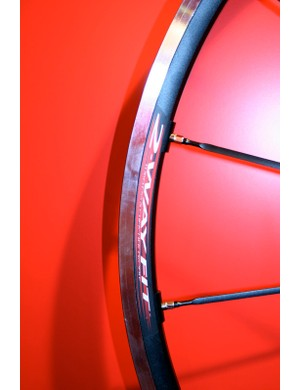 Racing 1 wheels are now available with tubeless compatible rims.
