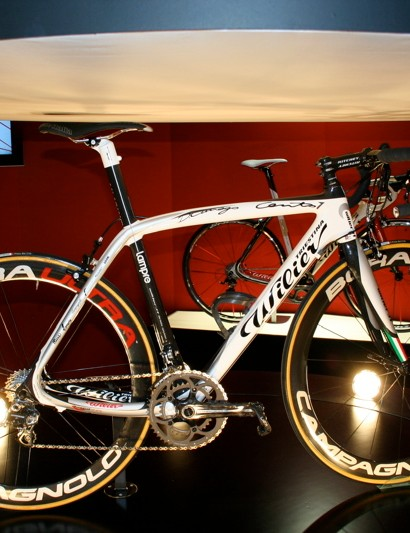 Wilier Triestina produces the Cento Uno in an optional Damiano Cunego paint scheme.