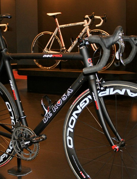 The DeRosa Neo Pro is a fully customisable carbon fibre frame.