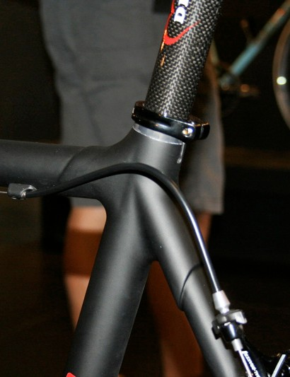 The Neo Pro uses tube-and-lug construction to allow for custom geometries.