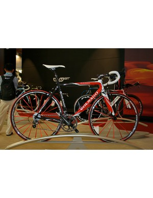 The EPS is available in the usual selection of Colnago colour schemes including red…