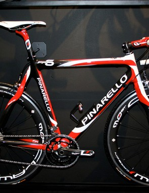 The new Pinarello FP6 replaces the Paris and F1:13 in the range.